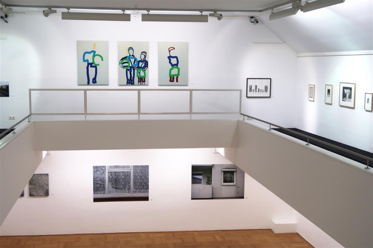 "Peter-Nowotny_2018_3 ""Meine große Schwester mit Ball"" Triptychon / Größe: 3 x (115 x 80 )cm / Acryl / Leinwand / Keilrahmen"